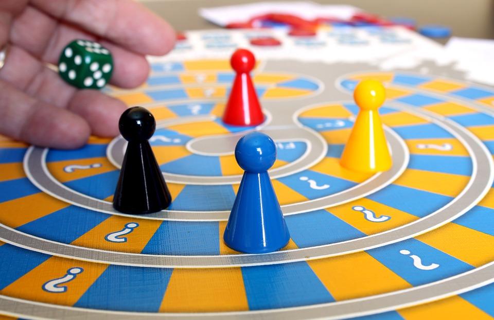 familia-juegos-de-mesa-aprenden-espanol