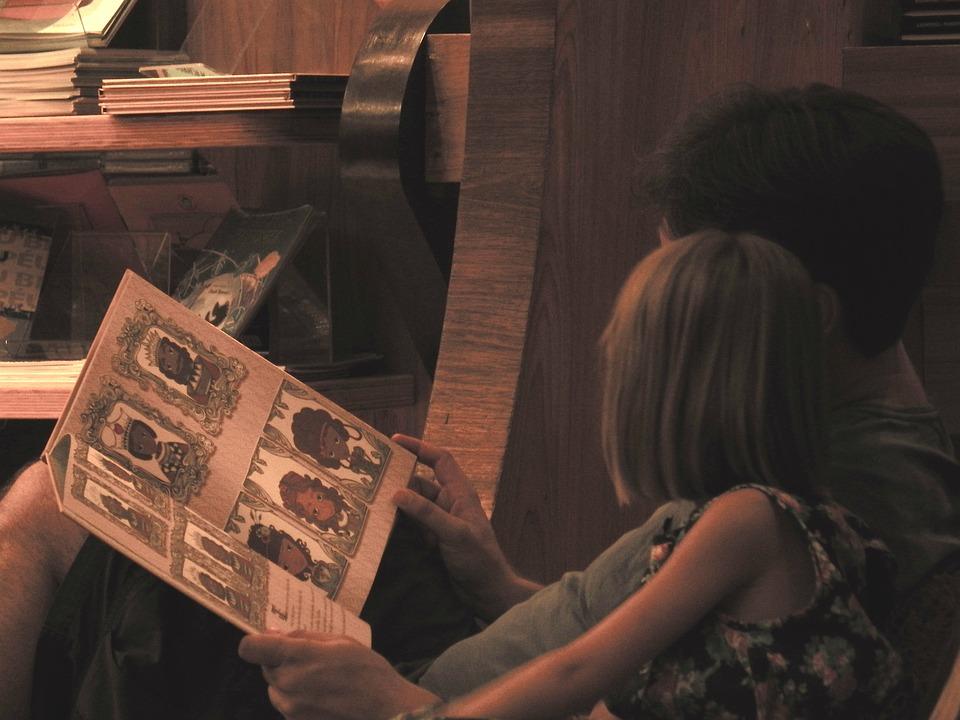 familia-libros-hijos-aprenden-espanol-libros