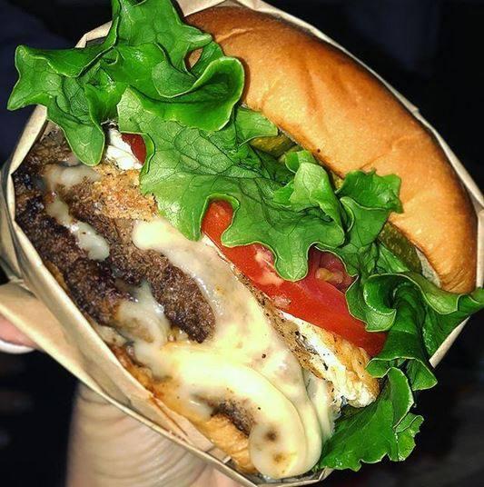 burgerfi-peachtree-corners-atlanta-atlantalatinos
