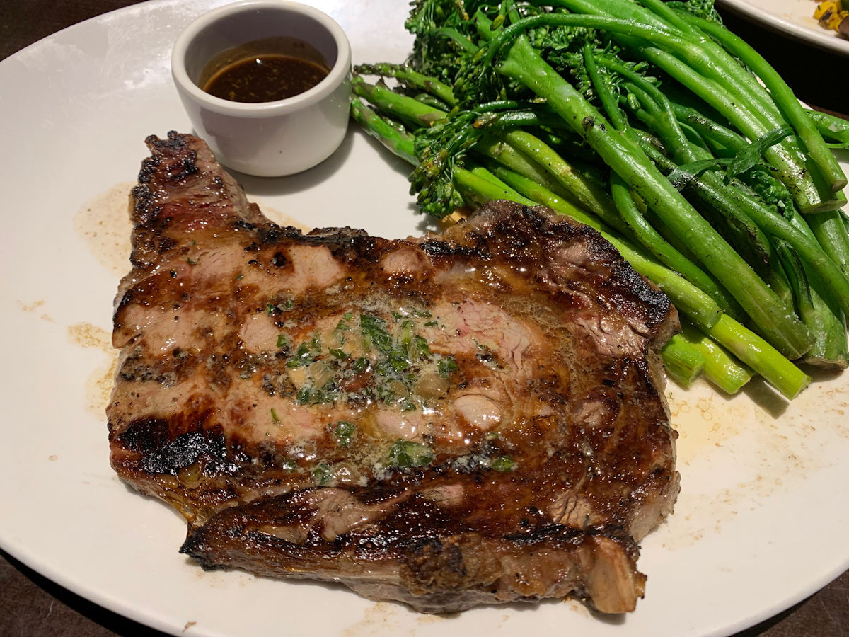 yard-house-battery-park-atlanta-ribeye