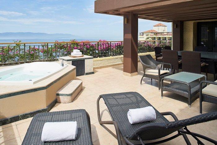 mariott-puerto-vallarta-resort-terrace-jacuzzi