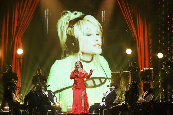 Chiquis-y-Dolly-Parton